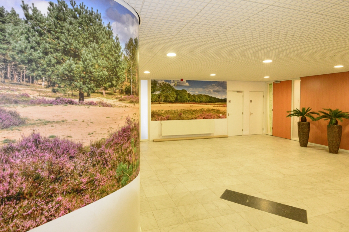 fotowand centrale hal kantoor. fotowandenshop.nl