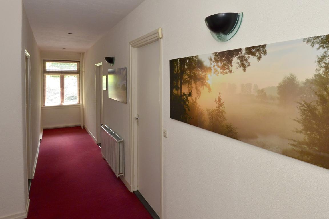 fotowand panelen kantoorgang. fotowandenshop.nl