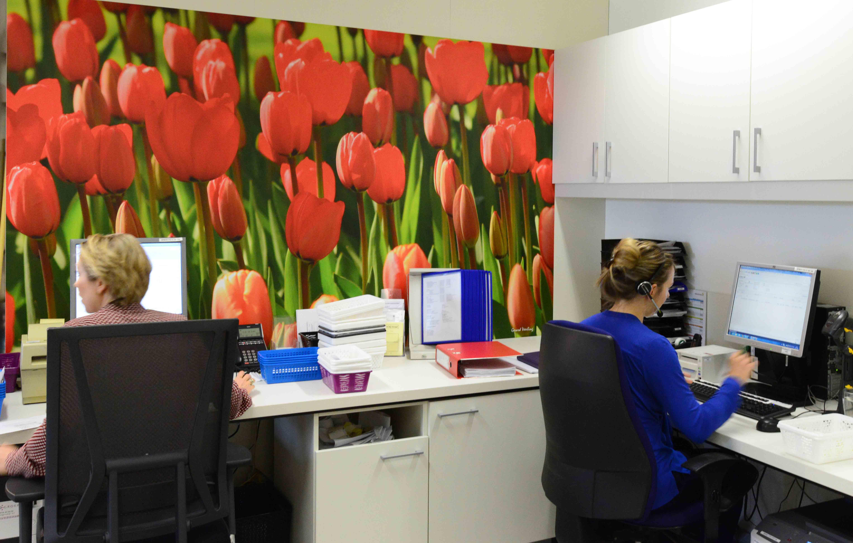 kantoormuur nieuwe situatie met fotowand. fotowandenshop.nl