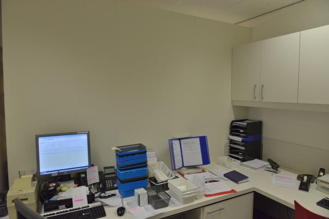 kantoor oude situtaie met kale muur. fotowandenshop